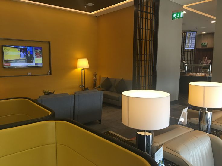 A variety of seating available in the Singapore Airlines lounge