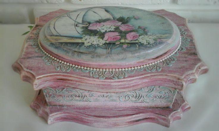 Шкатулка Розовый винтаж из массива сосны,выполнена в технике декупаж.Может стать оригинальным подарком для Вас или Ваших близких. Размер 23*16*9 см.В работе использованы материалы только на водной основе.