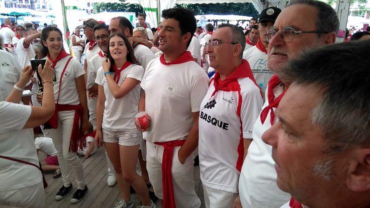 "Fêtes de Bayonne 2017 :  le choeur basque Lagunt eta Maita interprète ""H..."
