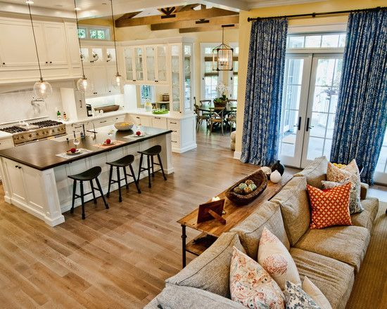 Now this is the type of house I want. An Open Floorplan. Everything flows so well between the living room kitchen and dining room.