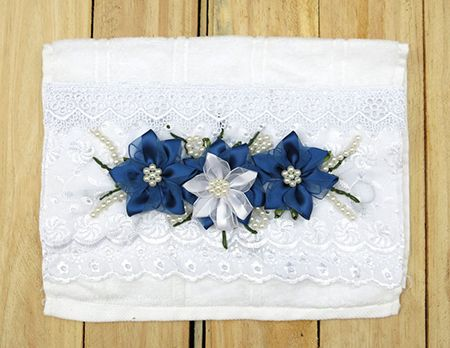 Toalha com Flores Azuis e Brancas