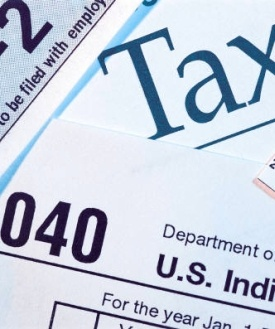 Federal Income Withholding Tax Tables for 2013, 2014  http://frankellis.hubpages.com/hub/Federal-Income-Withholding-Tax-Tables-for-2009--2010   The Federal withholding tables 2012 calculator is available online. You can estimate your federal withholding amount for free. Federal  States withholding taxes are calculated for you by using online tax preparation software.