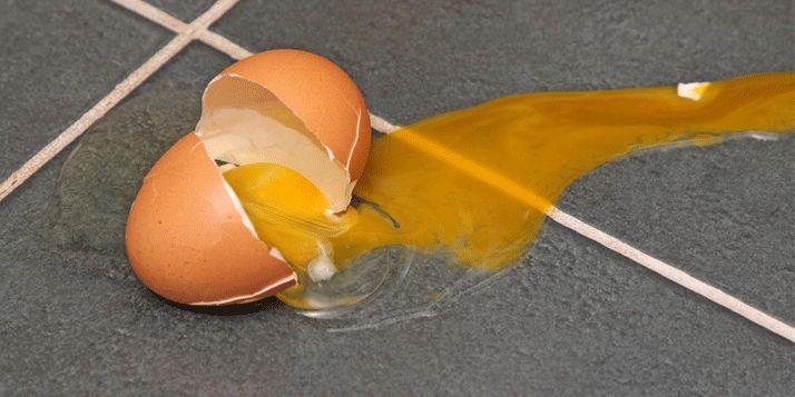 Geklungel met het opruimen van een kapot ei is verleden tijd: zout is dé oplossing tegen deze en meerdere huishoudelijke crisissen. Lees en bekijk de video! Kapot ei Vaak wil het niet helemaal lukken om met alleen keukenpapier je kapotte ei op te ruimen. Er lijkt geen einde aan te komen, de resten blijven liggen en …
