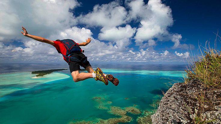 Спортивные прыжки с парашютом всегда относились к очень опасным видам спорта. На прыжок в неизвестность, стоя на краю, решится лишь истинный сорвиголова. Среди современных экстремалов, очень популярен бейсджампинг, как разновидность парашютных прыжков. Отличием данного вида спорта является прыжок с парашютом из стационарного объекта.  Высоко стою, далеко гляжу!  По-ле-те-лиии! Для нырков экстремалы используют мосты, высокие здания, телевышки и природные возвышенности. Столь короткие…