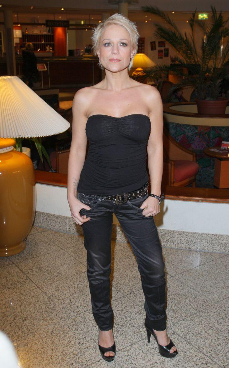 Michelle (* 15. Februar 1972 in Villingen-Schwenningen, bürgerlich Tanja Hewer / Tanja Shitawey) ist eine deutsche Schlagersängerin. Seit Januar 2016 sitzt sie in der Jury bei der 13. Staffel von Deutschland sucht den Superstar.