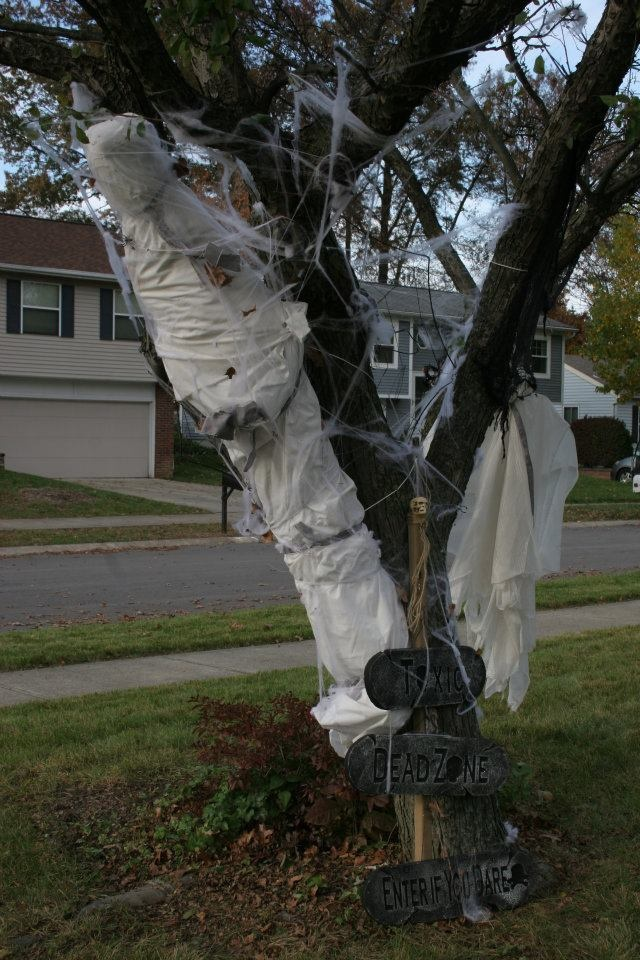 ♣I love these wrapped corpses! They're very inspiring. Happy Halloween!