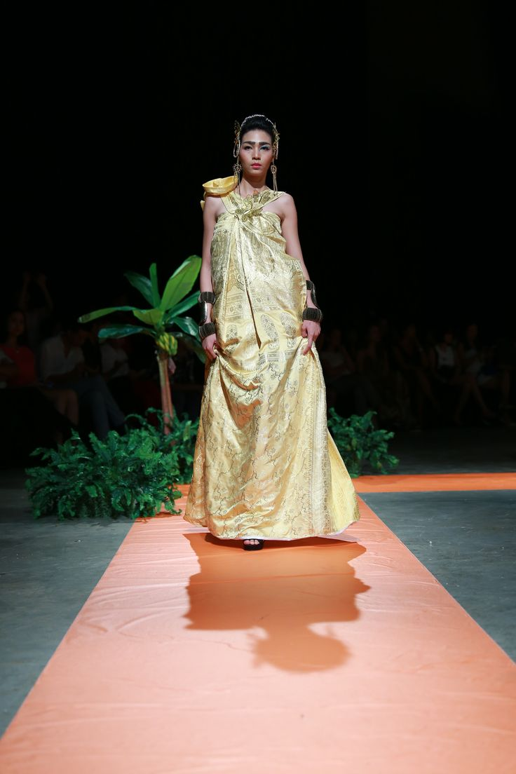 Vietnam Fashion Week SS16 - Haute Couture. Designer: Eric Choong. Photo: Cao Duy
