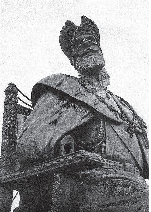 Destruction of Alexander III monument 1918