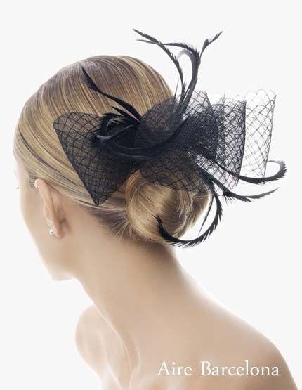 Elegante tocado de fiesta en color negro en forma de lazo adornado con plumas de Marabú de la nueva colección Fiesta 2012 Aire Barcelona
