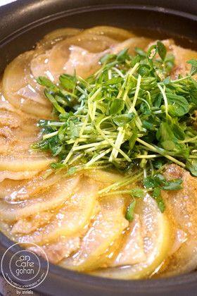 栄養満点◎豚肉と豆苗の大根ミルフィーユ鍋