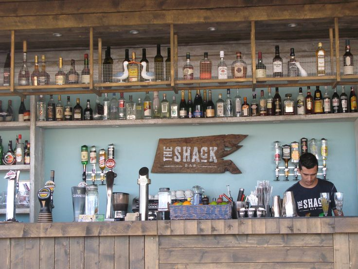 The Shack Bar serving american grub around the Quinta do Lago lake