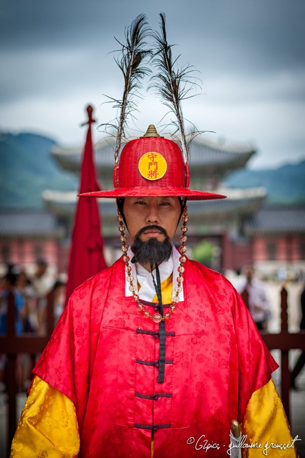 Changdeokgung palace guard by Guillaume Grousset, via 500px