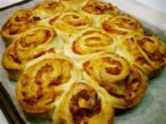 The school lunch box-Pizza pinwheels