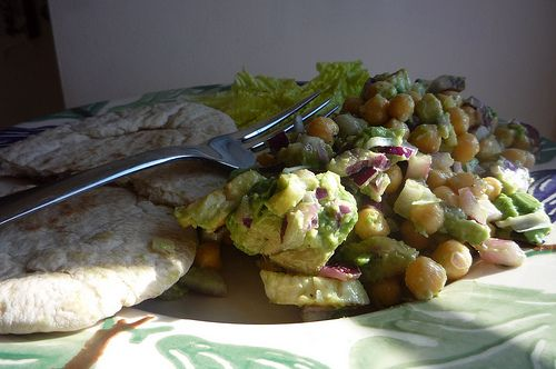 Chickpea, Avocado and Halloumi salad by Libertylondongirl
