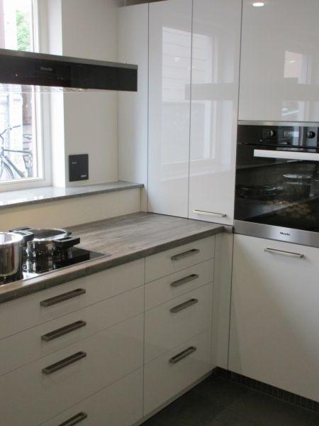 LEICHT Küchen; Programm SIRIUS #lack #weis #miele #hängend