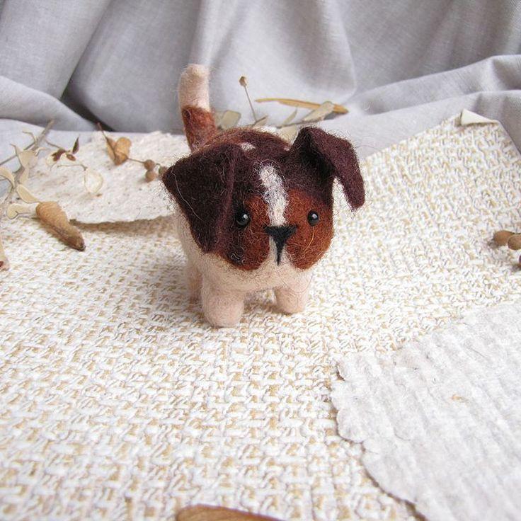 Пес, тоже молчаливый, немного недоверчивый пес. Вместе с полосатым котом и воробьем они уехали помогать деткам.    #любоидорого #luboidorogo #feltedtoy #felteddoll #doll #wooltoy #craft #handmadetoy #felt#felttoy #gifttoy  #кукла#doll #handmade #ручнаяработа #идеяподарка #crochet#интерьернаякукла#interior#собака#пес#dog