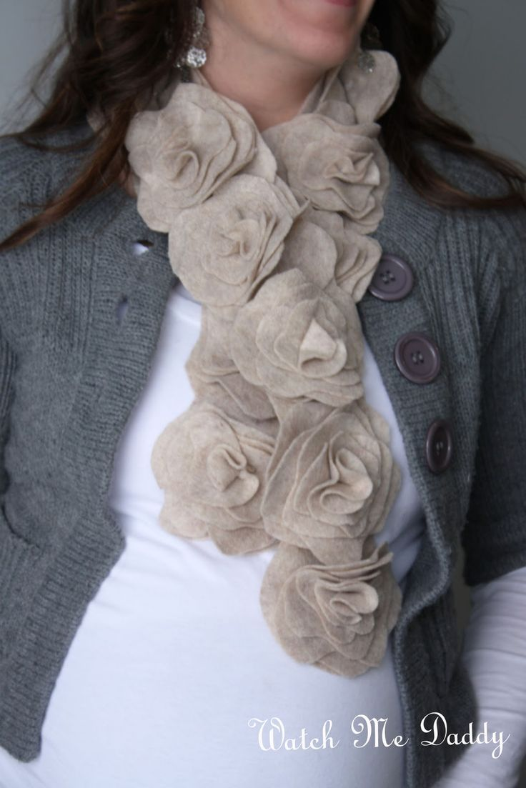 Watch Me Daddy: Felt Flower Scarf Tutorial: Felt Flower Scarfs, Felt Scarfs, Felt Wool, Christmas Presents, Gifts Ideas, Cute Scarfs, Felt Rose, Rose Scarfs, Scarfs Tutorials