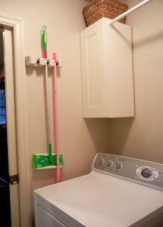 klover house: organization encima de la lavadora a la izq. el armarito y hasta la pared x detras del calentador la barra.