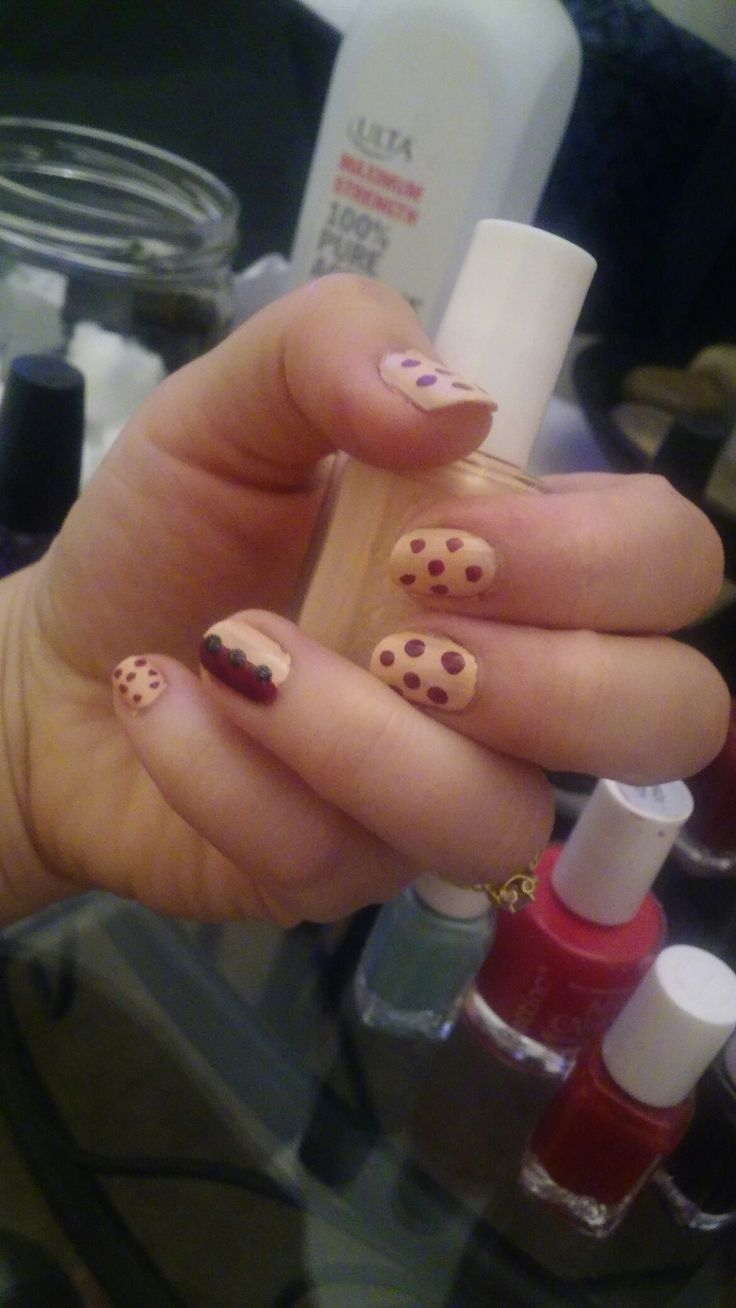 """High class affair from essie base. Zoya """"veronica"""" dots and ring finger dots with zoya """"dahlia"""". Nails design."""