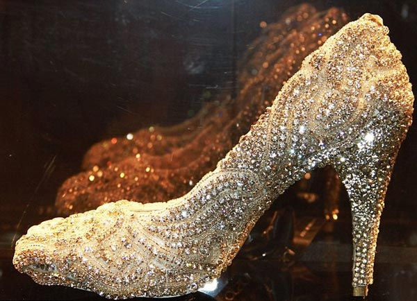 The most EXPENSIVE shoes in the world! Encrusted with 21.18 carats of diamonds, $418,450 for charity :)