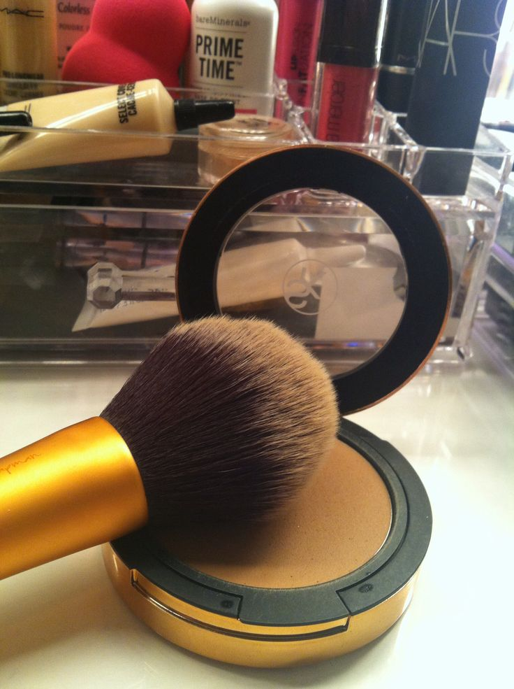 I am obsessed with this combo! I bought a backup of this cream bronzer! Sonia Kashuk Warm Tan Cream Bronzer & Real Techniques Powder Brush.  This is a drugstore dupe for Chanel Tan de Soleil & Marc Jacobs Bronzing Brush.