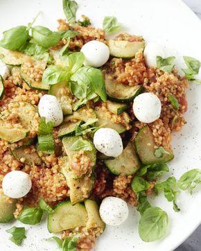 Een Midden-Oosterse versie van de alom bekende Italiaanse salade caprese. Baharat is een Arabische kruidenmengeling die dit lekker gerecht extra smaak geeft.