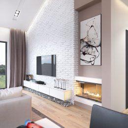 Камин и телевизор в гостиной пригородного дома