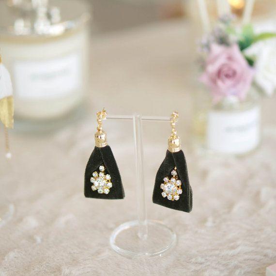 Velvet triangle earrings by KKAYOMII on Etsy