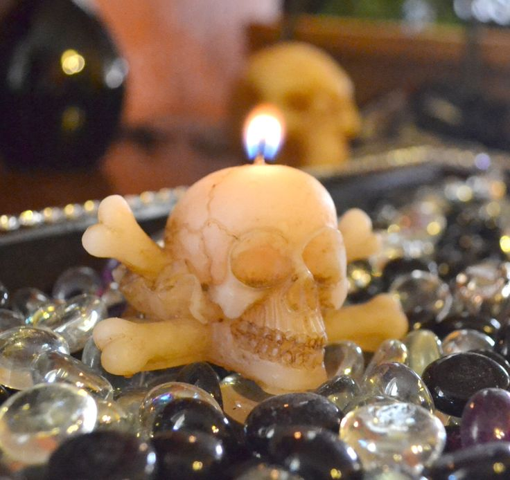 Skull and Cross Bones Candle for Halloween parties table centerpieces or wedding receptions by GlowliteCandles on Etsy https://www.etsy.com/listing/160331861/skull-and-cross-bones-candle-for