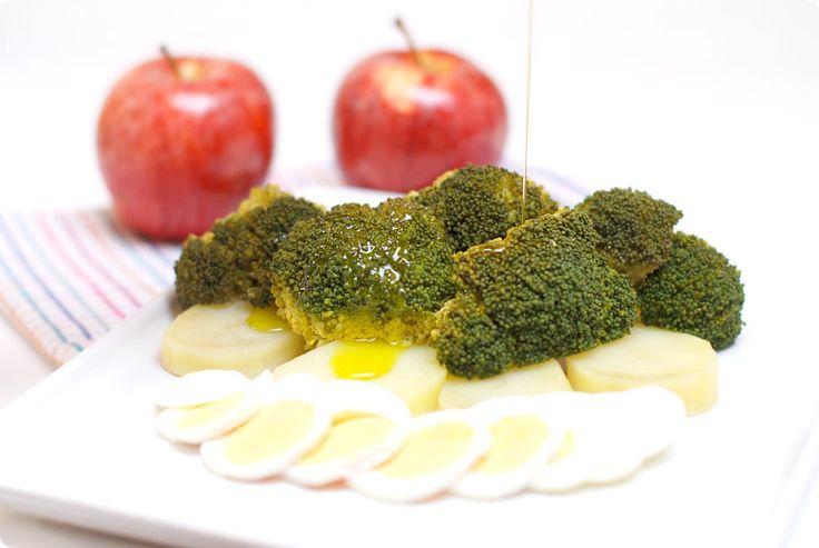 Brócoli con patatas y huevos al Varoma