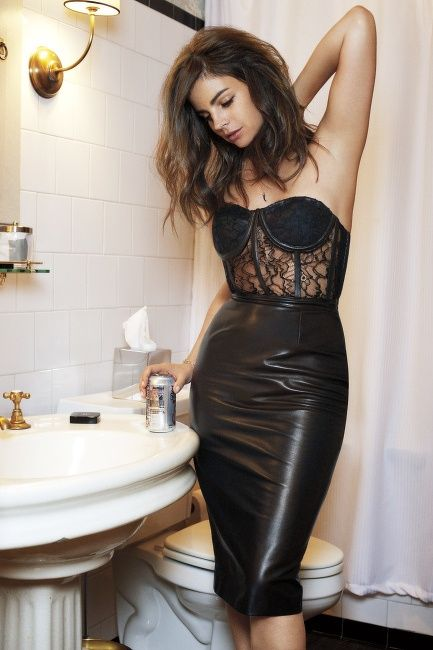 Leather & Lace. All black look. Leather pencil skirt. Black lace bustier bodysuit