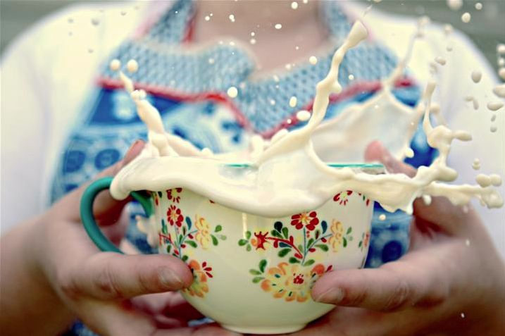 Spilled milk. I want this image by Chelsea Fisher in my kitchen.: Milk Splash, Art Photography, Kitchens Art, High Speed Photography, People Art, Art Prints, Food Photography, Chelsea Fisher, Games Milk