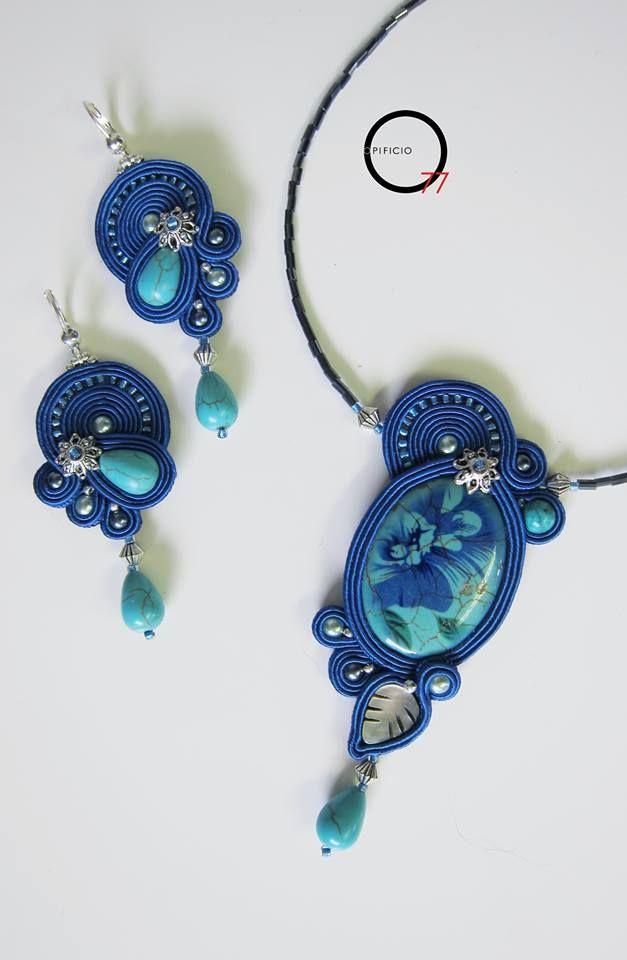 Orecchini e collana soutache blu cobalto e turchese, medaglione in madreperla decorata, foglia in madreperla naturale, gocce e perle in pasta di turchese,elementi in argento indiano. Design Giada Zampar -Opificio77-