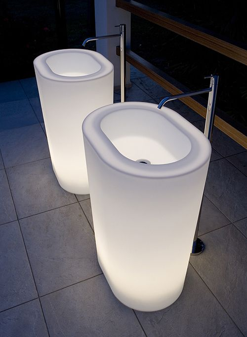 OiO - illuminated bath and washbasin from  Antonio Lupi