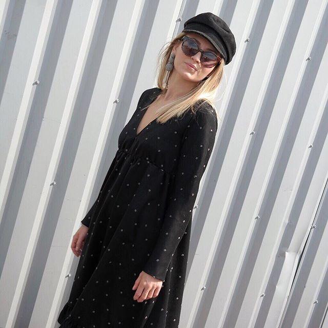 Notre Robe Nots pleine de dots 🙊🍁🖤 Vous aimez ?  Retrouvez-La en Marine et en quantité limitée sur Fionavani.fr ! (Lien dans notre bio) ... #Fionavani #fashion #frenchbrand #frenchgirl #clothing #womenstyle #premium #womenswear #shopping #eshop #brandnew #collection #fw17 #fall #dress #peplumdress #newin #online #lookbook #outfit #ootd #fall #style #dailylook #fashiondaily #fblogger #fashionweek #acessories