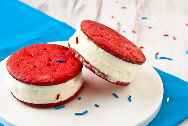 Red velvet ice cream sandwich....that would be heaven and good for a Canada Day party haha. #redvelvet #icecreamsandwich #canada