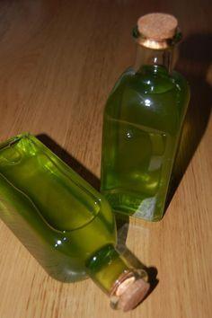 Como fazer licor de menta. A hortelã é uma planta famosa por diversos motivos, como por exemplo, os seus mais diversos usos, desde um tempero a uma planta medicinal, sendo encontrada em sobremesas, sucos, balas, pratos, etc. É ...