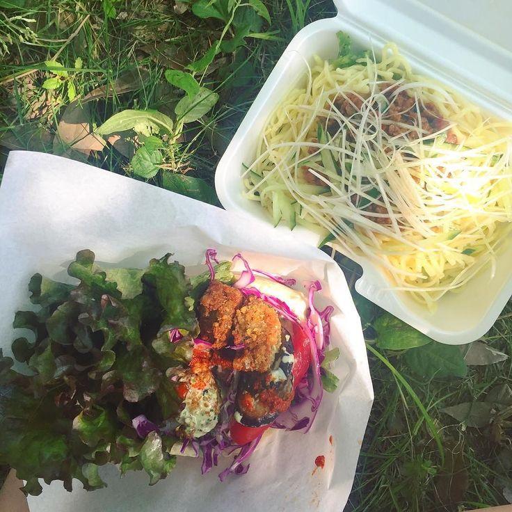 "Falafel & Chinese spicy noodles(can't explain well) called ""Zha jiang mian"". 飛び入り参加のベジフェス ファラフェルサンドとジャージャー麺どっちも最高に美味しかった . . #vegan #govegan #veganfoodshare #veganfoodporn #whatveganseat #veganofig #veganism #tokyo #veganlife #ヴィーガン #ビーガン #ヴィーガンフード #ベジタリアン #動物性不使用 by vegan.a2s"