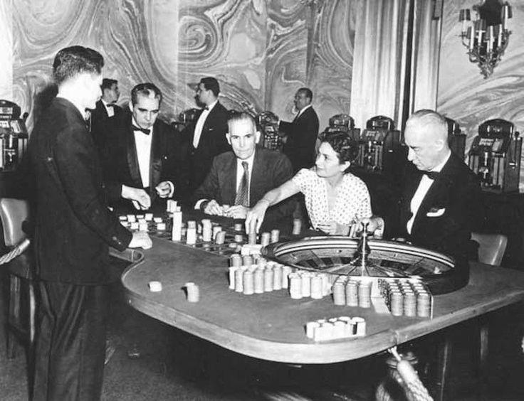 Photo Reprint 8.5 by 11 Seville Biltmore Casino roulette table 1950s