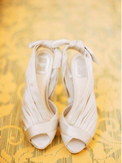 classic wedding shoes with a twist photo:tecpetaja