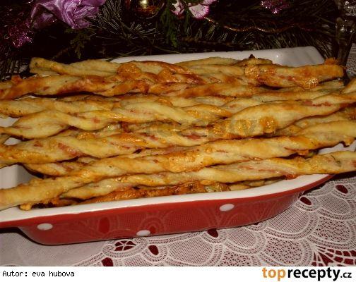 Sýrové tyčinky z listového těsta