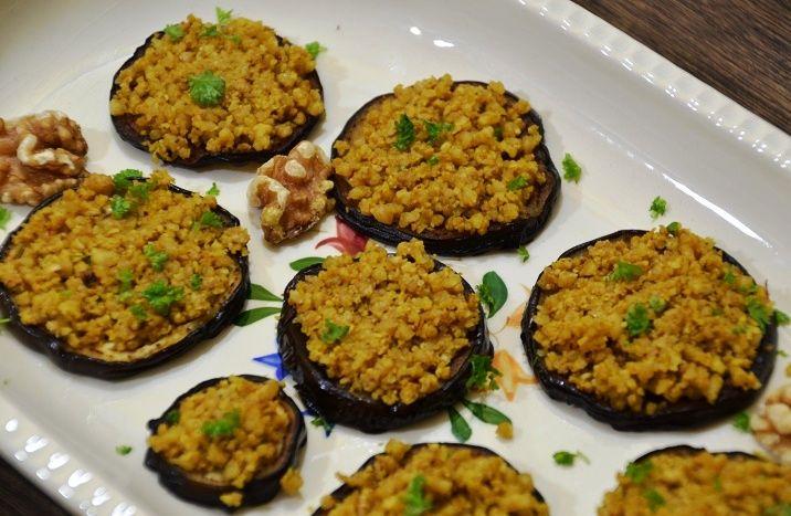 Aubergine met walnoot en kruiden. Bijgerecht. Gemakkelijk recept in de stijl van Ottolenghi. Georgische keuken. Vegan, maar ook lekker bij gegrild vlees.