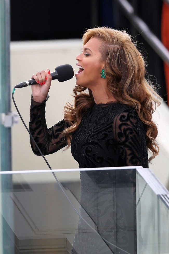 Beyonce sings (and looks stunning) at the Inauguration