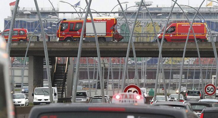 Mann am Flughafen Paris-Orly erschossen - Terminal evakuiert ÜBERTRAGUNG VOR ORT