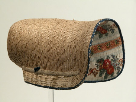 1820-1830 poke bonnet. Snowshill Manor © National Trust / Richard Blakey