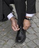 Die Technik Schuhe zu schnüren