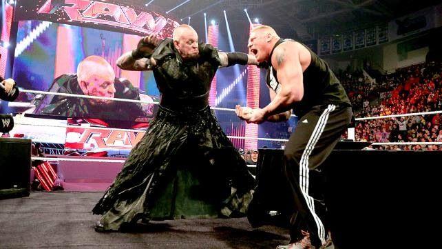 (Video): The Undertaker firmó su pelea para WrestleMania 30 con Brock Lesnar y le hizo un Chokeslam sobre una mesa ~ ASN