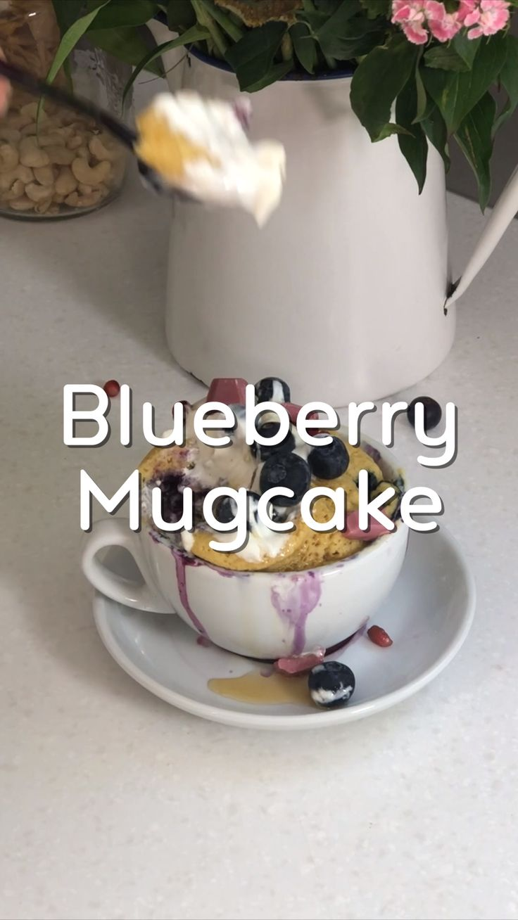 Heidelbeer-Mugcake – 5 min. Rezept   – Rezept Videos Mrs Flury