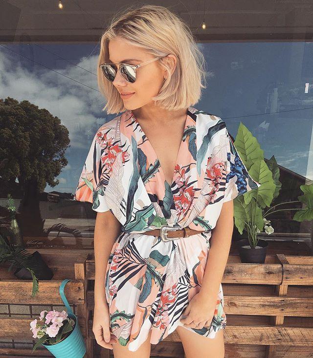 robe courte d'été motif tropical