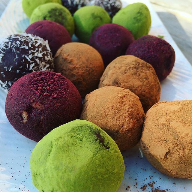 Just made some delicious raw vegan truffles!  Recipe: In a food processor add 1/2 cup of raw cacao, 2 tablespoons of coconut oil (soft), 10 pitted dates,  1/2 cup of walnuts, 1/2…